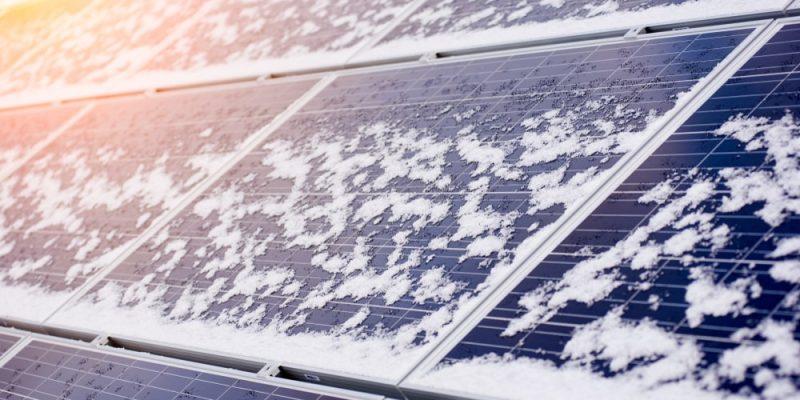 Fotowoltaika w zimie – produkuje prąd czy nie?